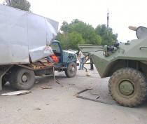 ФОТОФАКТ: В Джанкое БТР протаранил грузовик