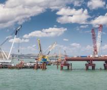 Строители приступили к возведению судоходной части Крымского моста