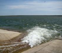 В Феодосийском водохранилище воды сейчас  вдвое меньше, чем в это время в прошлом году