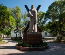 Новости Феодосии: Феодосийские власти будут вести поиск вандалов, уничтоживших уличные гирлянды в одном из скверов города