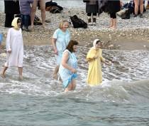 Более сотни спасателей обеспечат безопасность крымчан во время крещенских купаний