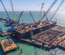 Строители возвели половину опор Крымского моста