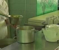 Роспотребнадзор проверит поваров детских лагерей на кишечные инфекции и привьет их от гепатита