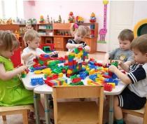 Российские общественники предложили выплачивать компенсацию родителям не попавших в детсад малышей