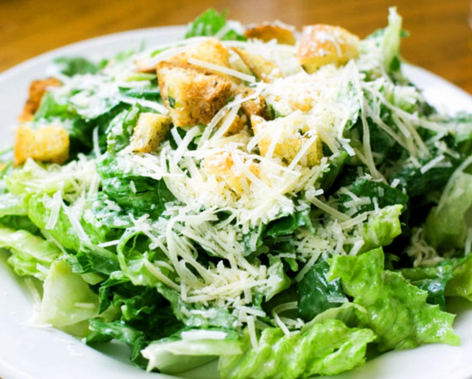 Салат цезарь со сметаной лимонной заправкой рецепт