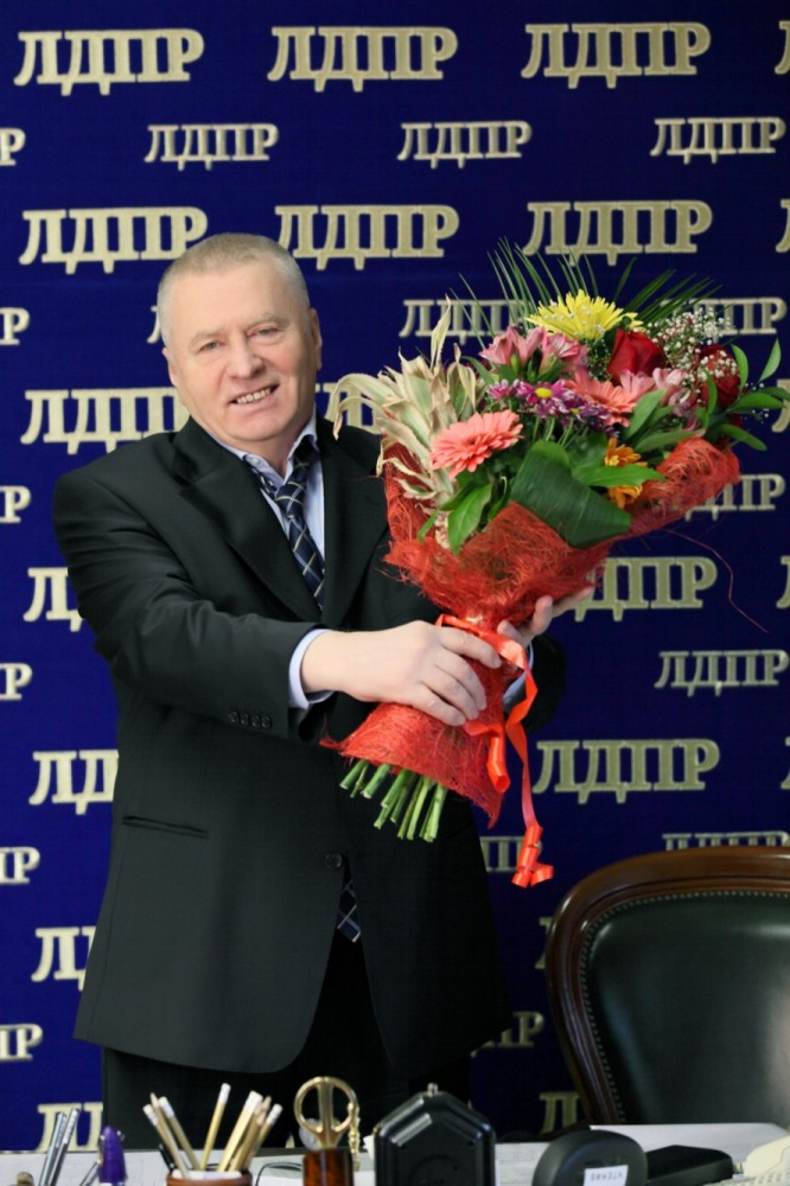 Голосовые поздравления от Жириновского с Днем Рождения по 97
