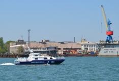 Новость. Город: Феодосия - В районе мыса Опук моряки-пограничники спасли яхту