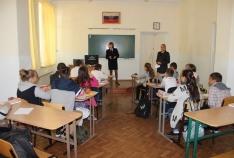Новость. Город: Феодосия - В Феодосии полицейские напомнили школьниками о вреде наркотиков, табакокурения и алкоголя