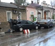 В Феодосии мужчина на «Ниссане» умудрился разбить 4 машины
