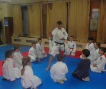 Новости Феодосии:  Мечтал стать ниндзя, хотел быть врачом, в итоге закончил массажные курсы и стал тренером по каратэ
