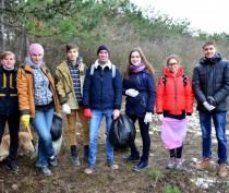 Новости Феодосии:  Феодосийцы провели субботник на Панова (ФОТО)