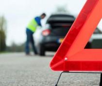 По дороге в Феодосию иномарка врезалась в припаркованную фуру