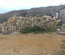 Власти Феодосии активно «раздают» протоколы за складирование мусора у дома (ФОТО)