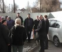 Новости Феодосии: Власти Феодосии пообещали помочь жителям дома по Федько, 103 с возвращением придомовой территории (ФОТО)