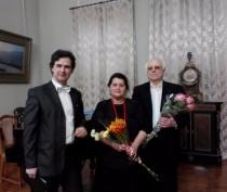Новости Феодосии: Феодосийский певец сделал подарок женщинам