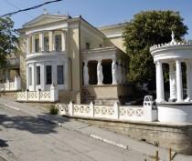 Новости Феодосии: Во дворике одной из самых знаменитых феодосийских дач