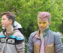 Новости Феодосии: В поселке под Феодосией веселились «красочные» дети