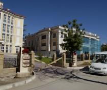 Новости Феодосии: В Феодосии ведется ремонт фасада бывшего клуба санатория «Восход»