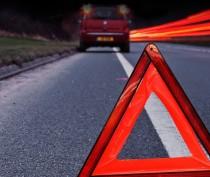 Два человека получили травмы при столкновении легковушки с фурой на Керченской трассе