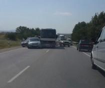 Два автобуса и две легковушки столкнулись под Феодосией: один из пассажиров в больнице