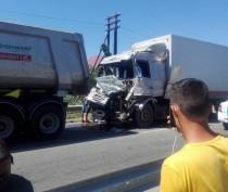 Новости Феодосии: Под Феодосией столкнулись два большегруза: один из водителей пострадал