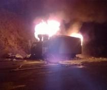 Фура с бытовыми товарами сгорела под Феодосией (ФОТО)