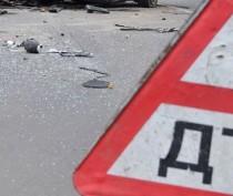 В Керчи иномарка не пропустила автобус: есть пострадавший