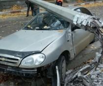 В Феодосии иномарка сбила бетонный столб (ФОТО)