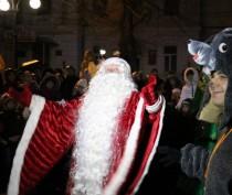 В Феодосии торжественно открыли главную городскую елку (ФОТО)