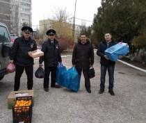 Полицейский Дед Мороз раздал подарки