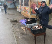 Феодосийцев призывают не покупать рыбу у стихийщиков