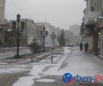 Феодосию заметает снегом