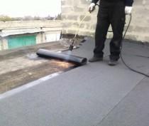 Прокуратура заставила керченский МУП отремонтировать крышу многоэтажки