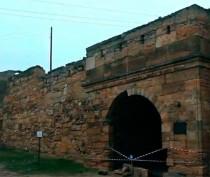 Часть свода ворот крепости Ени-Кале обрушилась в Керчи