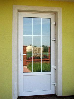 Двери металлопластиковые .